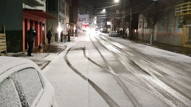 Imagens da neve na cidade de Vacaria a 100 Km de Caxias